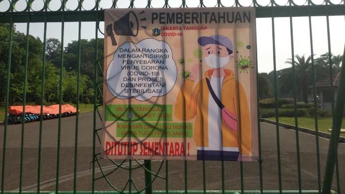 Poster informasi penutupan monas