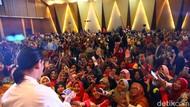 Keseruan Ratusan Emak-emak Padati Demo Masak