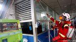 Aksi Petugas Menyemprotkan Disinfektan di Ruang Publik