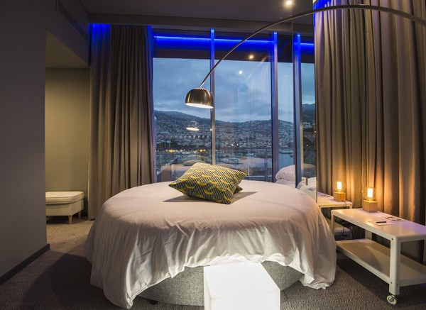 Penampakan salah satu kamar hotel yang berada di Pestana CR7 Funchal, sebuah hotel mewah yang dimiliki oleh pesebakbola dunia Christiano Ronaldo.