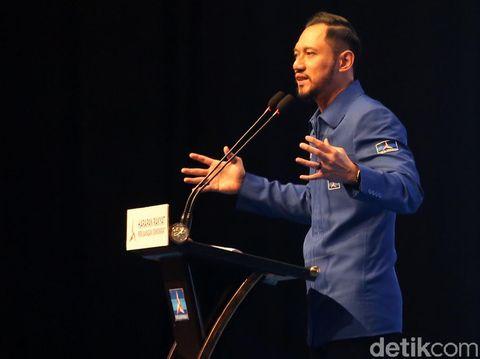 Agus Harimurti Yudhoyono (AHY) resmi menjadi Ketum Partai Demokrat 2020-2025. Ia menggantikan ayah kandungnya, Susilo Bambang Yudhoyono (SBY).