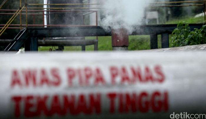 PLTP Kamojang yang berada di Jawa Barat merupakan pembangkit listrik yang mengandalkan tenaga panas bumi. PLTP ini disebut sebagai yang tertua lho di Indonesia.