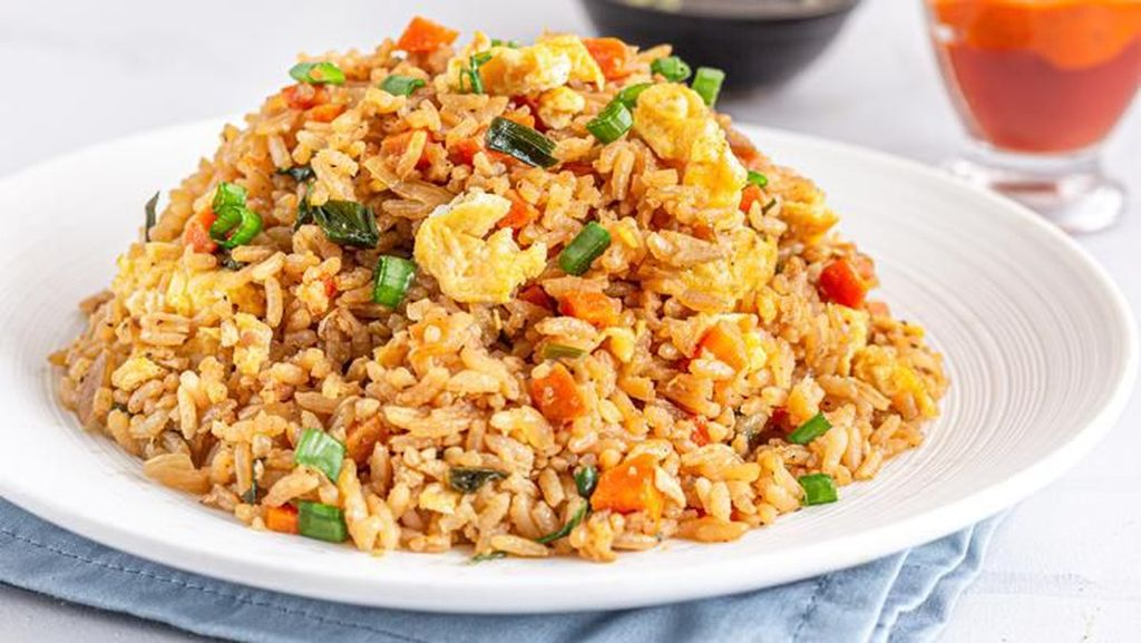 Wow! Makan Nasi Goreng Jumbo Seharga Rp 1,7 Juta