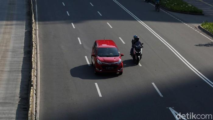 Car Free Day (CFD) di kawasan Bundaran HI dihentikan sementara guna cegah penyebaran virus corona. Seperti apa suasana di kawasan Bundaran HI hari ini?