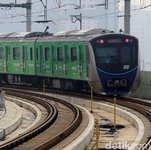 Penumpang MRT Diminta Tak Ngobrol Langsung Maupun Via HP