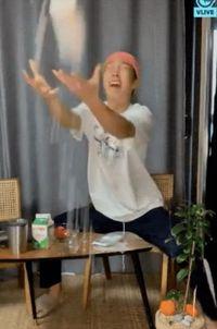 Seunghoon 'WINNER' Pamer Bikin Milkshake Stroberi, Jangan Ditiru!