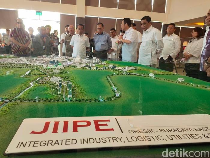 Kawasan industri Java Integrated Industrial and Port Estate  di Gresik, JIIPE diusulkan menjadi Kawasan Ekonomi Khusus  atau  KEK Teknologi dan Manufaktur.