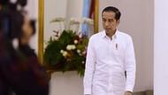 Via Paspampres, Jokowi Bagi 400 Paket Sembako di Jalan Dekat Istana