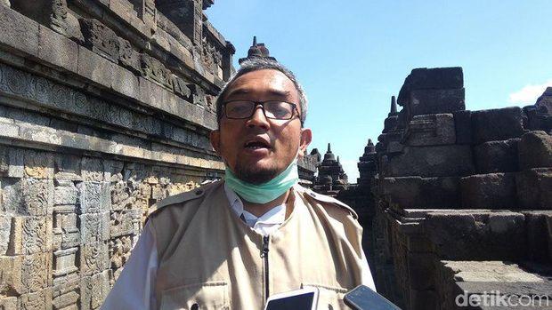 Begini Proses Penyemprotan Disinfektan di Stupa Candi Borobudur