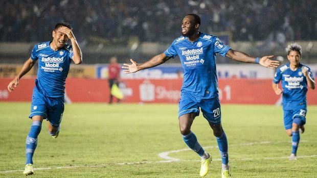 Laga Persib di Liga 1 2020 sebelum pandemi virus corona di Indonesia. (