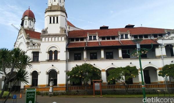 Gubernur Jawa Tengah Ganjar Pranowo mengeluarkan imbauan penutupan untuk 40 destinasi wisata di daerahnya. Salah satunya Lawang Sewu.