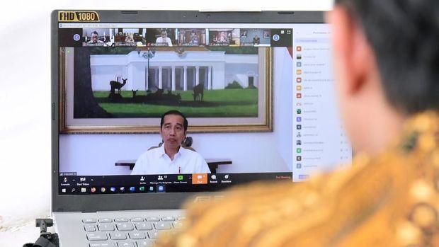 Presiden Jokowi memutuskan menghapus UN 2020.