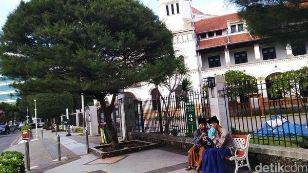 Untuk diketahui, 40 destinasi wisata di Jawa Tengah ditutup mulai hari ini. Hal itu diungkapkan Gubernur Jateng, Ganjar Pranowo usai rapat terbatas di kantornya.