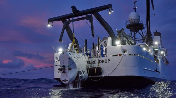 Mission Specialists akan naik kapal eksplorasi, DSSV Pressure Drop di sekitar bulan Juni 2020 di Agat, Guam. Kemudian dibutuhkan perjalanan satu hari di laut untuk mencapai Palung Mariana (Foto: EYOS Expeditions/CNN)