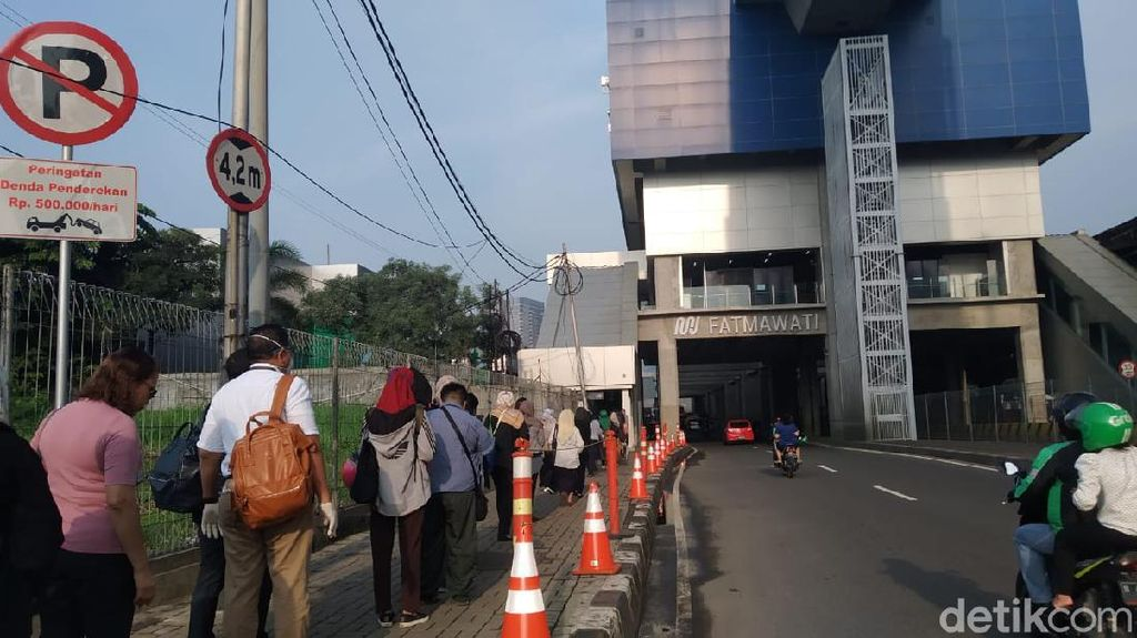 Pemprov DKI: Antrean MRT-LRT-TransJakarta Tak di Dalam Stasiun atau Halte