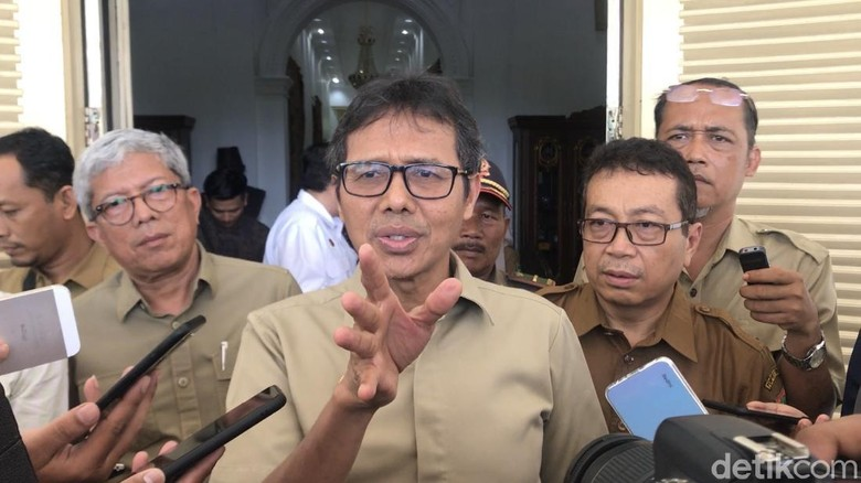 Gubernur Sumbar, Irwan Prayitno (Jeka Kampai/detikcom)