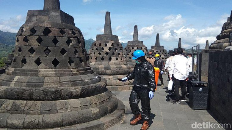 Disinfektan Candi Borobudur