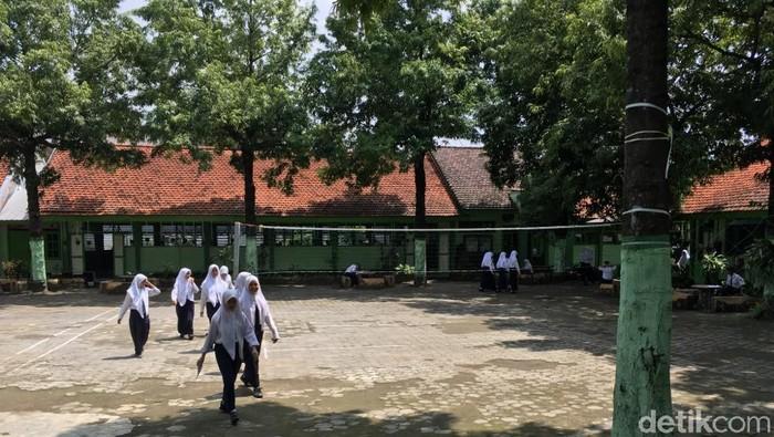 Pemkab Mojokerto belum meliburkan sekolah tingkat Paud hingga SMP untuk mencegah penyebaran virus corona. Mengapa demikian?