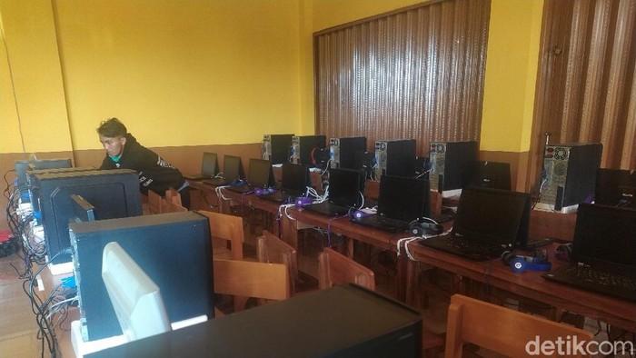 Ruangan Ujian SMK IT Nurul Ittihad sepi karena ujian ditunda