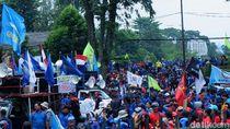 Buruh Demo di Gedung Sate: Kami Takut Corona, Tapi Lebih Takut Omnibus Law
