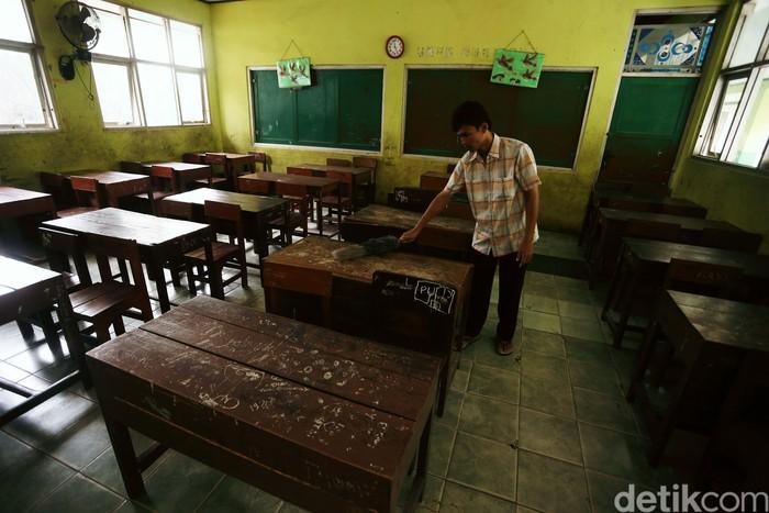 Dampah wabah corona, Pemkab Bogor turut mengeluarkan kebijakan meliburkan sekolah. Tampak suasana di SDN Bojongkulur, Kabupaten Bogor, kosong melompong.