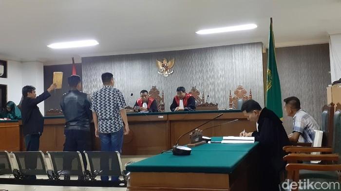Eks Kasat Brimob Polda Sulsel jadi saksi kasus penipuan mantan bawahannya (MN Abdurrahman/detikcom)