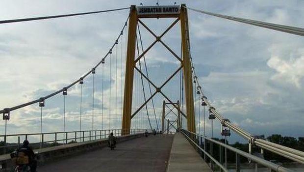 Jembatan Barito.