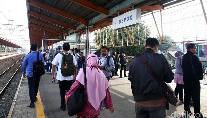 Gubernur DKI Jakarta Anies Baswedan mengaku sudah menyiapkan sejumlah skenario antisipasi penyebaran Covid-19 dalam angkutan publik di Jakarta.