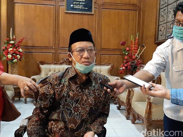 Bupati Banyumas, Achmad Husein memberi penjelasan terkait Virus Corona, Senin (16/3/2020).