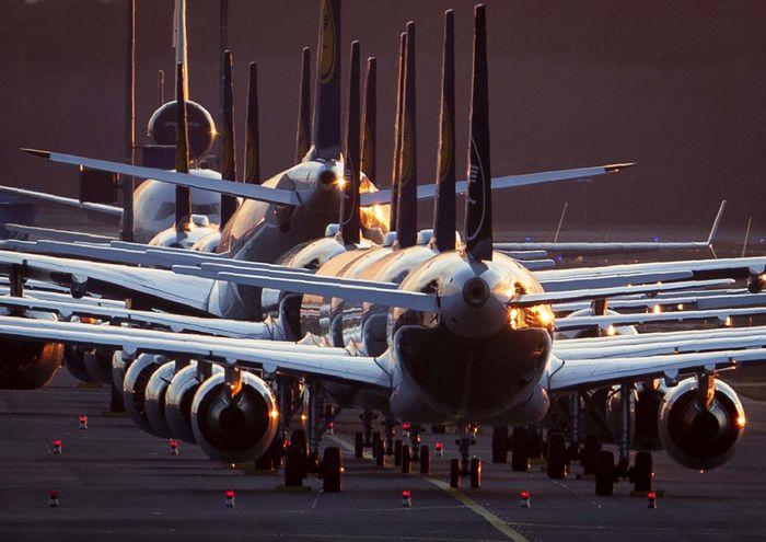Sejumlah pesawat Lufthansa terpaksa diparkir di Bandara Frankfurt, Jerman. Frank Rumpenhorst/dpa via AP.