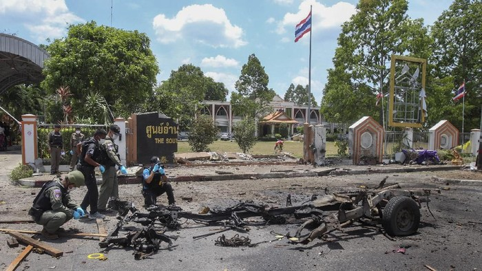 Thai crime scene investigators inspect the site of a bomb explosion in Yala, southern Thailand, Tuesday, March 17, 2020. Bombers attacked a major government office in Thailands insurgency-plagued far south as hundreds of local officials and Muslim clerics met Tuesday to discuss fighting COVID-19. (AP Photo)