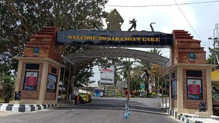 Bupati Magetan Suprawoto menginstruksikan untuk menutup lokasi wisata mencegah penyebaran virus corona. Namun beberapa wisata masih nekat buka.