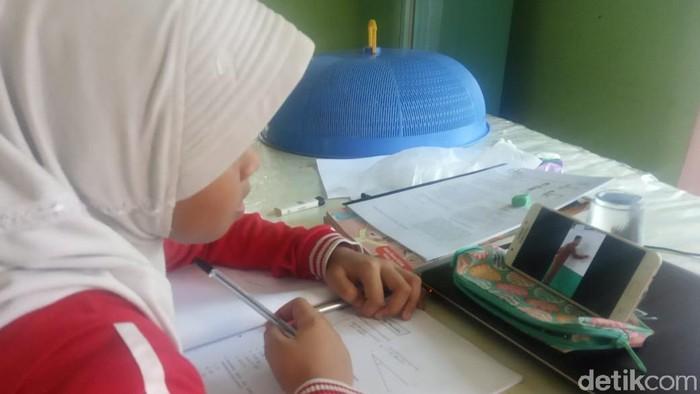 Salah satu metode belajar online di saat sekolah diliburkan untuk pencegahan Corona (dok. Istimewa)
