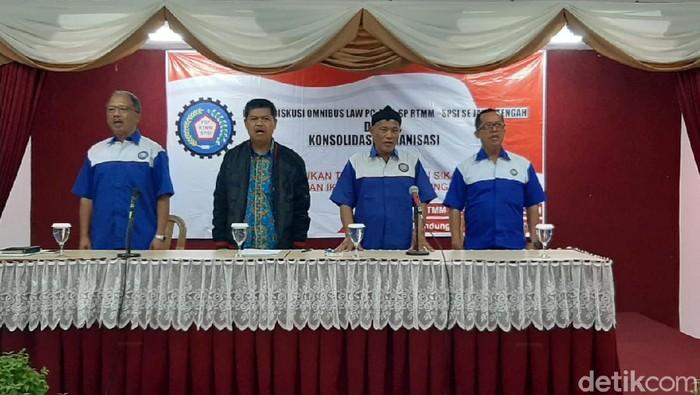 Federasi Serikat Pekerja Rokok Tembakau Makanan Minuman (FSPRTMM) Jateng  tolak Omnibus Law