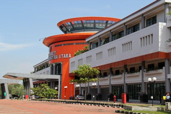 Rumah sakit Universitas Sumatera Utara (USU) meniadakan jam besuk pasien mulai besok. Hal ini dilakukan demi mencegah penyebaran virus corona atau COVID-19.