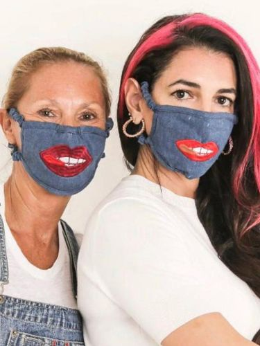 Adik Ipar George Clooney Dikritik karena Jual Masker Seharga Rp 400 Ribuan