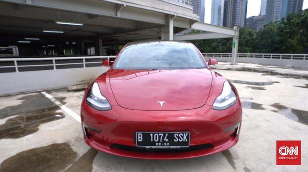 Tesla Model 3 saat dijajal oleh CNNindonesia.com di jalanan ibukota.