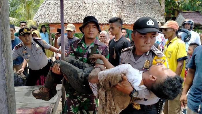 Kahar Muzakar ditemukan dengan tangan terikat di sungai Aceh.