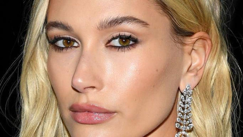 Hailey Bieber Merasa Lebih Seksi Tanpa Makeup