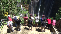 Wisata air terjun Tumpak Sewu yang biasanya dikunjungi oleh wisatawan mancanegara sebanyak1.000-1.500 wisatawan kini hanya didatangi sebanyak800 wisatawan mancanegara (Foto: Nur Hadi Wicaksono/detikcom)