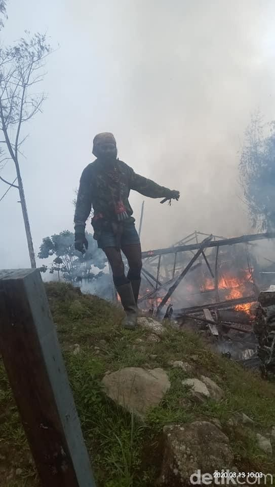 KKB Papua menjadikan gereja sebagai persembunyian. Bahkan mereka membakar gereja di Tembagapura (dok. istimewa)