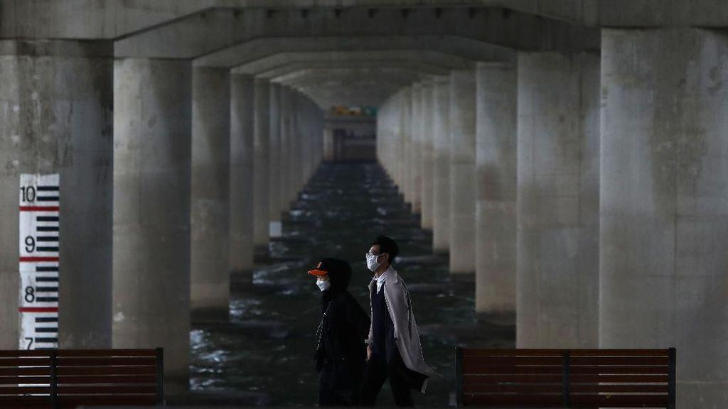 Korea Selatan Pertimbangkan Gelang Listrik untuk Pasien Isolasi Diri
