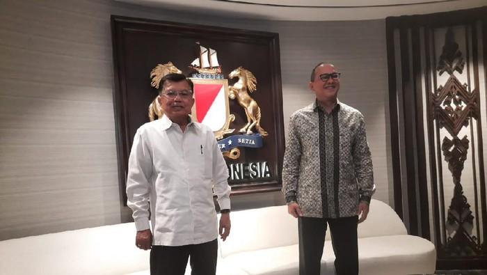 Ketua PMI, Jusuf Kalla (JK) menurunkan 3000 relawan untuk bantu tangani Corona.