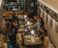 Karena Virus Corona, Selebgram Ini Ancam Akan Batuk ke Pelayan Restoran