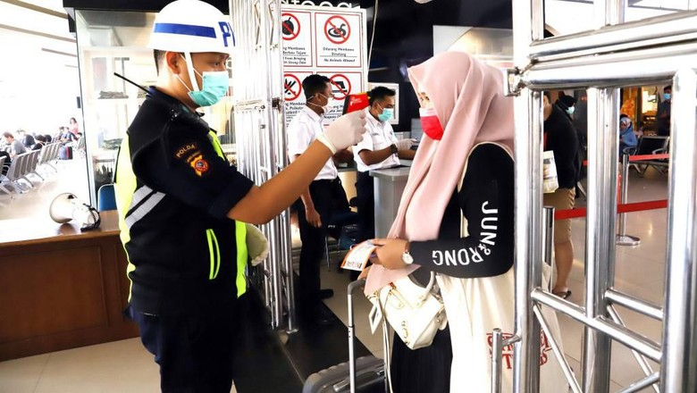Screening Suhu Tubuh di PT Kereta Api Indonesia