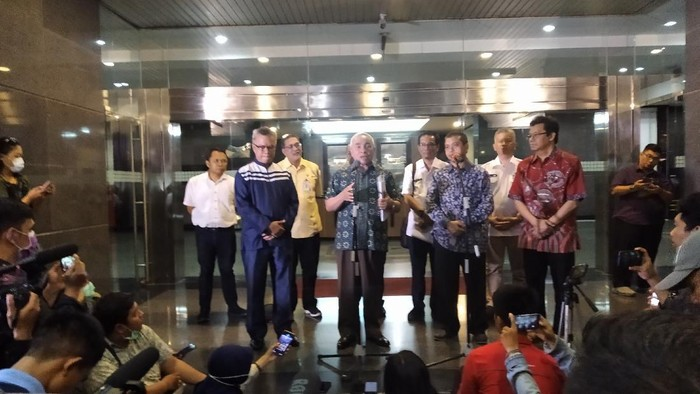 Gubernur Kaltim Isran Noor konferensi pers penetapan status KLB terkait virus Corona.