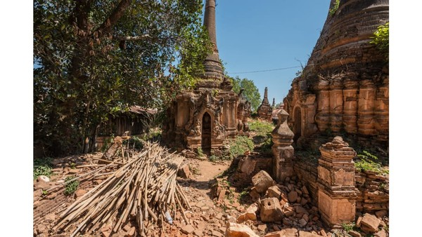 Kuil Indein sebenarnya tak benar-benar diabaikan. Kuil ini masih dibuka untuk umum bahkan terdapat beberapa pedagang suvenir di sana. Saat ini juga sedang dilakukan renovasi pada kuil. (Foto: Romain Veillon/CNN)