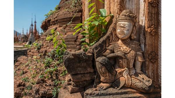Seorang fotografer asal Prancis, Romain Veillon baru-baru ini mengunjungi kuil Budhha yang pernah jaya di masa lalu tersebut. (Foto: Romain Veillon/CNN)
