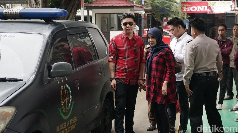Pablo Benoa dan Rey Utami saat ditemui di PN Jaksel.