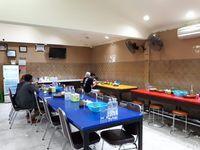 Coto Daeng Sirua: Nikmatnya Coto Makassar Kuah Putih Isi Daging hingga Paru